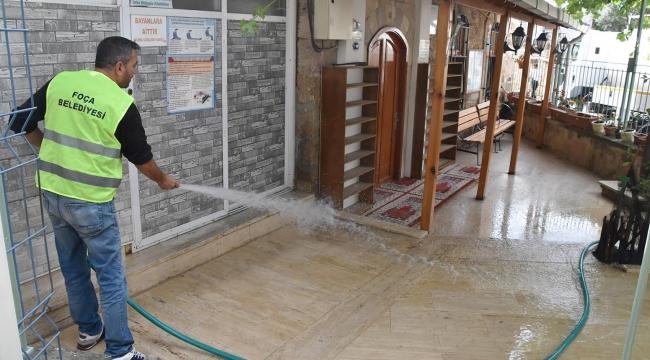 Foça Camileri'nde temizlik çalışması