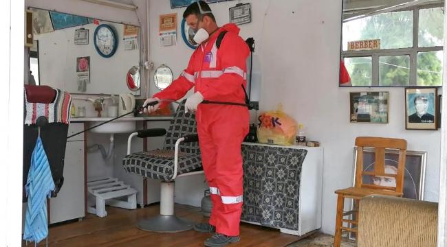 Foça'da berber ve kuaför salonları dezenfekte edildi