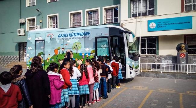 Anadolu Isuzu Gezici Kütüphane Projesi ileokulları ziyaret etmeye devam ediyor