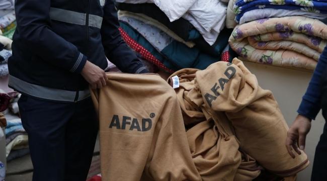 (Foto Galerili Haber) Depremzedelerin battaniyeleri işportadan toplandı